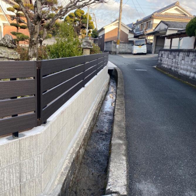 通学路のブロック塀を